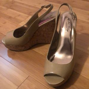 Kenneth Cole Reaction Nude True Bend Wedge